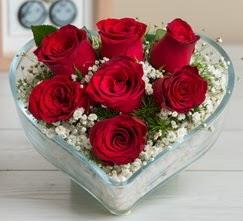 Kalp içerisinde 7 adet kırmızı gül  Adana çiçek yolla çiçek gönderme sitemiz güvenlidir