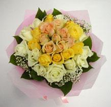 sari ve beyaz gül karisimda   Adana çiçekçiler çiçek , çiçekçi , çiçekçilik
