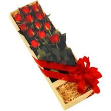 kutuda 12 adet kirmizi gül   Adana çiçek satışı çiçek yolla