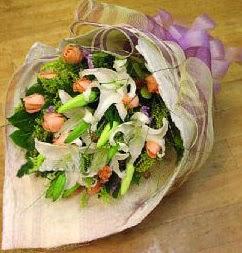Adana internetten çiçek satışı  11 ADET GÜL VE 1 ADET KAZABLANKA