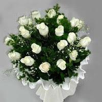 Adanada çiçekçiler hediye çiçek yolla  11 adet beyaz gül buketi ve bembeyaz amnbalaj