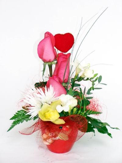 Adanaya çiçek ucuz çiçek gönder  cam içerisinde 3 adet gül ve kir çiçekleri