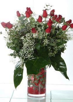 Adana güvenli kaliteli hızlı çiçek  11 adet kirmizi gül ve cam yada mika vazo tanzim