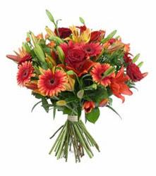 Adana çiçek siparişi çiçek gönderme  3 adet kirmizi gül ve karisik kir çiçekleri demeti