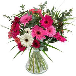 15 adet gerbera ve vazo çiçek tanzimi  Adana online çiçek gönderme sipariş