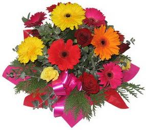 Karisik mevsim çiçeklerinden buket  Adana hediye sevgilime hediye çiçek