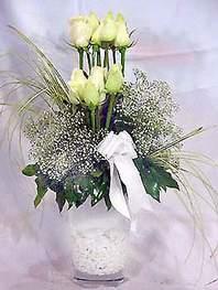 Adana online çiçek gönderme sipariş  9 adet vazoda beyaz gül - sevdiklerinize çiçek seçimi