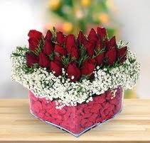 15 kırmızı gülden kalp mika çiçeği  Adana ucuz çiçekçi çiçek satışı