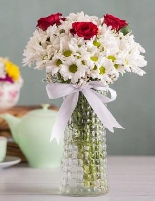 Papatya Ve Güllerin Uyumu camda  Adana çiçek yolla çiçek gönderme sitemiz güvenlidir
