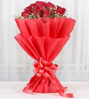 12 adet kırmızı gül buketi  Adanada çiçekçiler hediye çiçek yolla